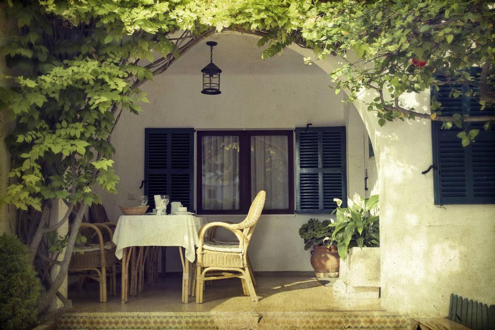 Una vivienda con jardín