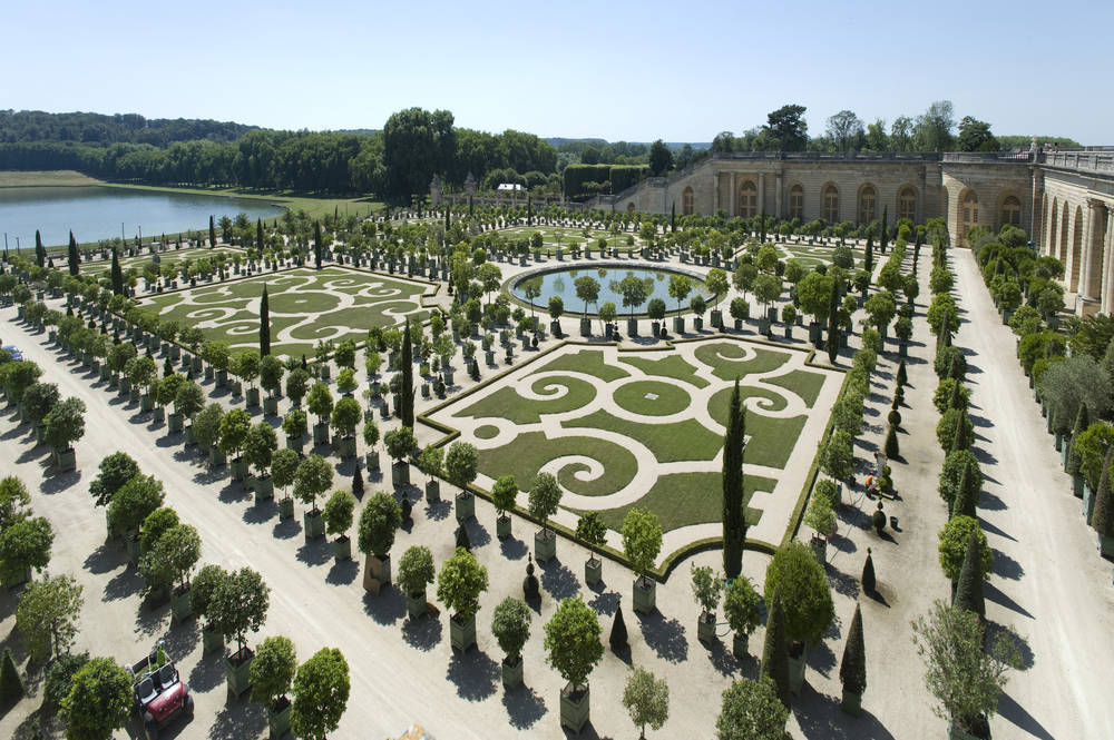 Paseando por un jardín francés