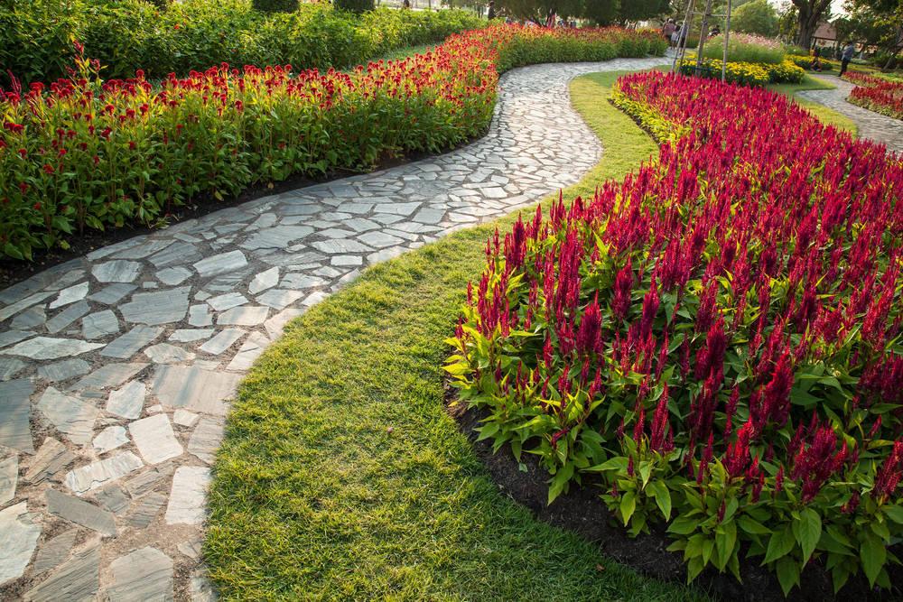 Los caminos son una parte importante en el diseño del jardín